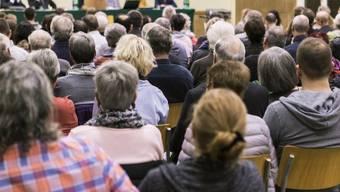 Abstimmen an der Gemeindeversammlung: Das dürfen im Kanton Solothurn nur Schweizer. Die Jungen Grünen wollen das ändern. (Archivbild)