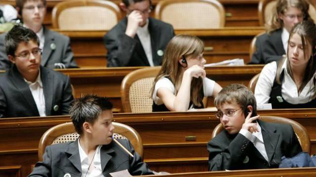 Schulkinder im Nationalratssaal (Symbolbild)