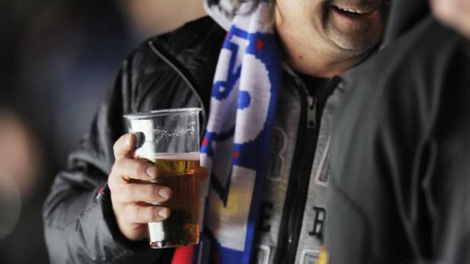 Eishockeyfans trinken mehr als Konzertbesucher. Dennoch profitierte der ZSC bisher nicht davon. Foto: Keystone/Steffen Schmidt