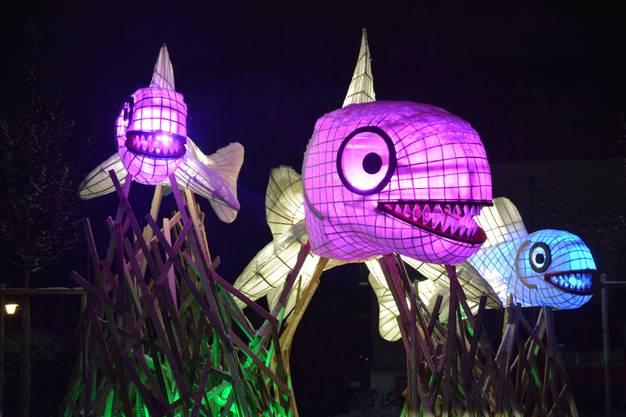 Das Künstlerduo Pialeto hat leuchtende Fische aus Bambusstangen erschaffen. Diese befinden sich beim Gleis 21.
