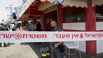 Ein Palästinenser stach nahe Tel Aviv auf einen Israeli ein. Der Angriff hat die Spannungen im Nahen Osten weiter verstärkt.