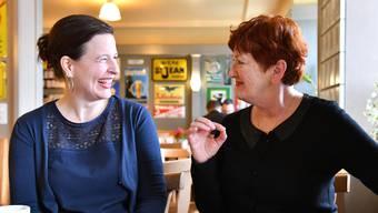 Myriam Frey, Co-Präsidentin der Grünen Region Olten (l.) und Iris Schelbert, Stadträtin: «Wir Grünen sind so hartnäckig und wetterfest wie Efeu».