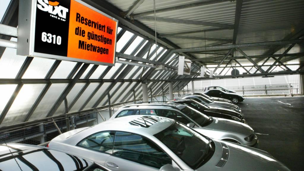 Hohe Nachfrage und knapp verfügbare Autos lassen die Preise für Mietautos steigen. (Archivbild)