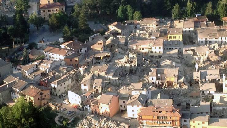 Die Richterskala zeigt am 24. August ein Beben der Stärke 6 an. Nur wenige Stunden später gibt es ein Nachbeben, das noch stärker ist. Die Beben waren in weiten Teilen Mittelitaliens zu spüren gewesen – vor allem in Perugia, aber auch in Rom, Neapel und Florenz.