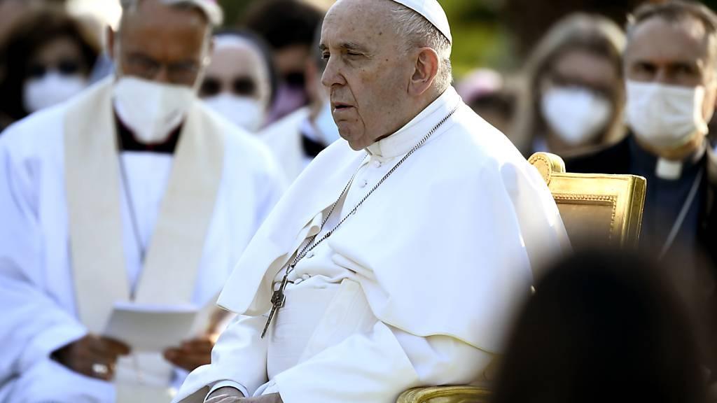 Papst gedenkt toter Kinder aus Massengrab an Internat in Kanada