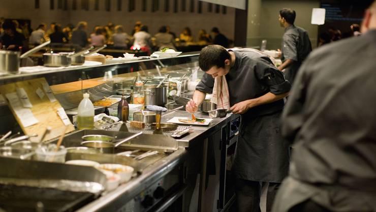 Hochbetrieb im «Noohn». Das Restaurant ist eine beliebte Adresse bei der Baselworld-Klientel. Keystone