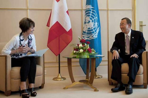 Calmy Rey mit UNO-Generalsekretär und neuer Frisur