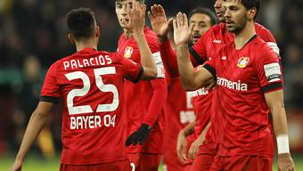 Nach der unfreiwilligen Unterstützung von Stuttgarts Goalie Fabian Bredlow bejubelten die Leverkusner ihre Tore nicht überschwänglich