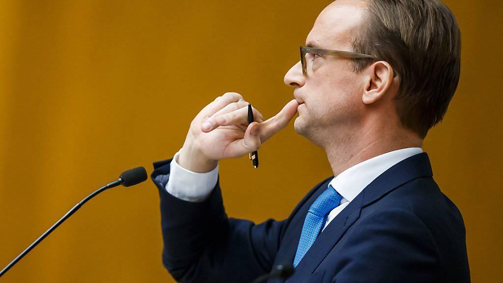 Die Genfer FDP steckt in einer tiefen Krise: Ihr Präsident, Alexandre de Senarclens, tritt nach dem Votum der Parteibasis zugunsten von Staatsrat Pierre Maudet zurück.