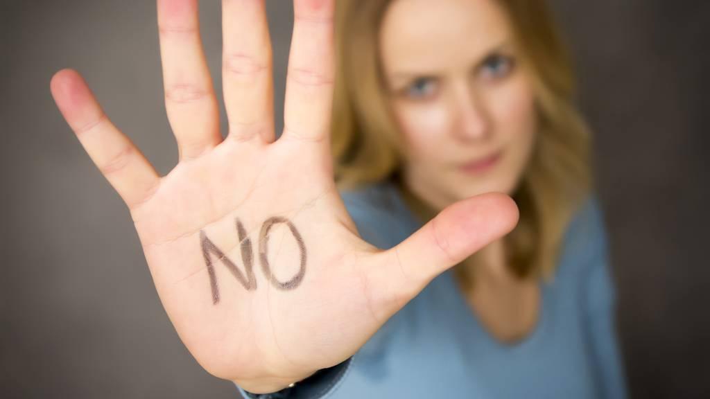 Sexuelle Übergriffe sollen härter bestraft werden – Luzernerin erklärt wie