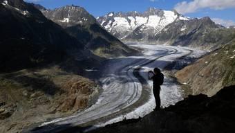 An heissen Sommertagen verliert der Aletschgletscher bis zu 20 Zentimeter an Höhe.