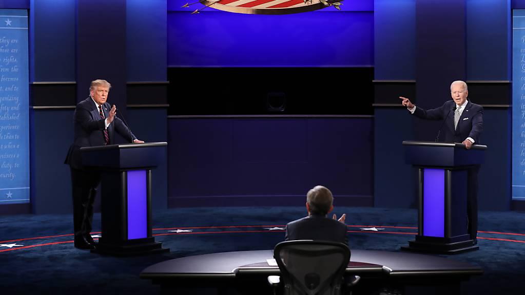 US-Präsident Donald Trump (links) und der demokratische Herausforderer Joe Biden haben sich beim ersten TV-Duell über zahlreiche Wahlkampfthemen heftig gestritten.