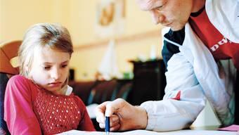 Unerwünschtes elterliches Eingreifen empfinden Kinder oft als Beweis für ihr Ungenügen.