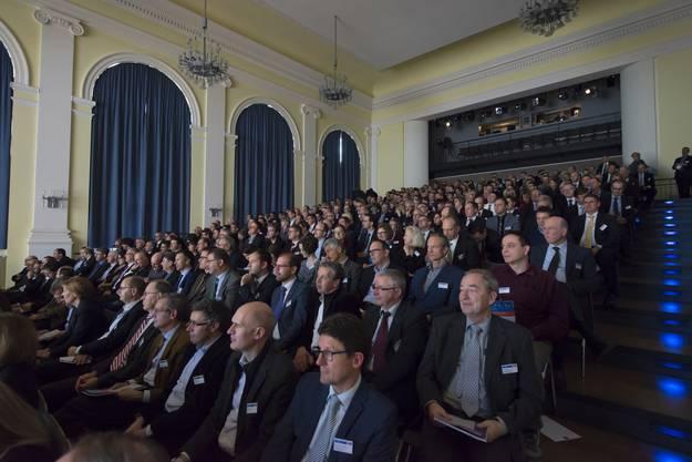 Gespannt hören die Unternehmer und Führungskräfte im Kultur- und Kongresshaus Aarau den Referaten zu.