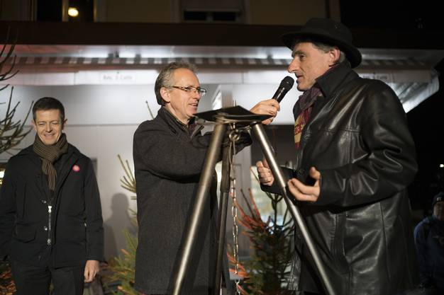 Schnapsbrenner Lorenz Humbel im Gespräch mit Meisterkäser Rolf Beeler.