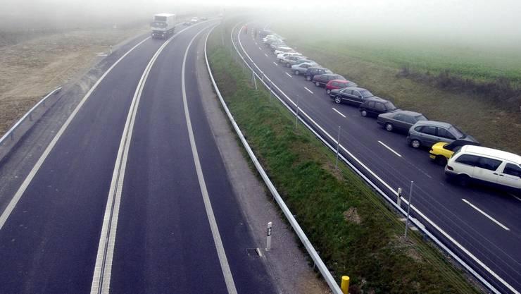 Die A4 zwischen Henggart und Kleinandelfingen bei der Eröffnung. Auf dieser Autostrasse ereignete sich der Unfall. (Archivbild)