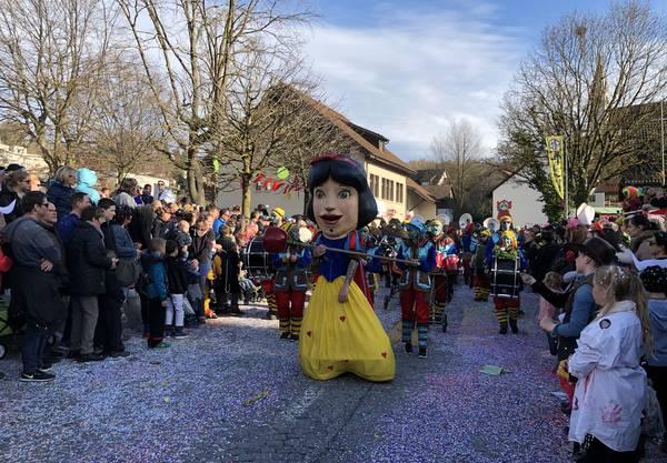 Schneewittchen und die 46 Zwerge kommen von Ehrendingen nach Würenlingen.