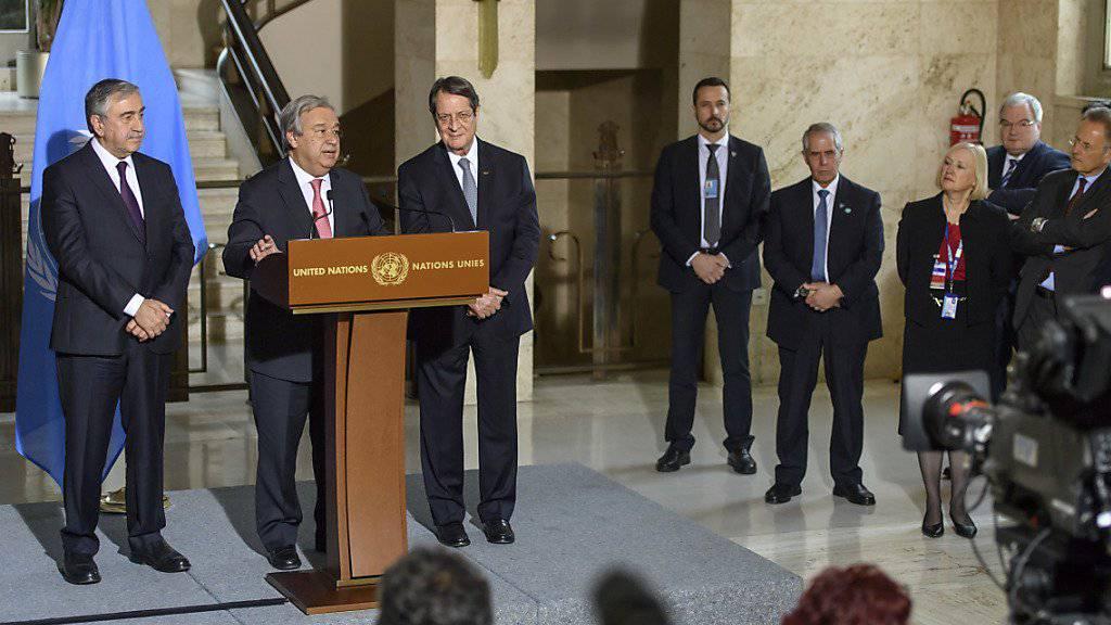 UNO-Generalsekretär António Guterres spricht anlässlich der Zypern-Gespräche in Genf vor Journalisten.