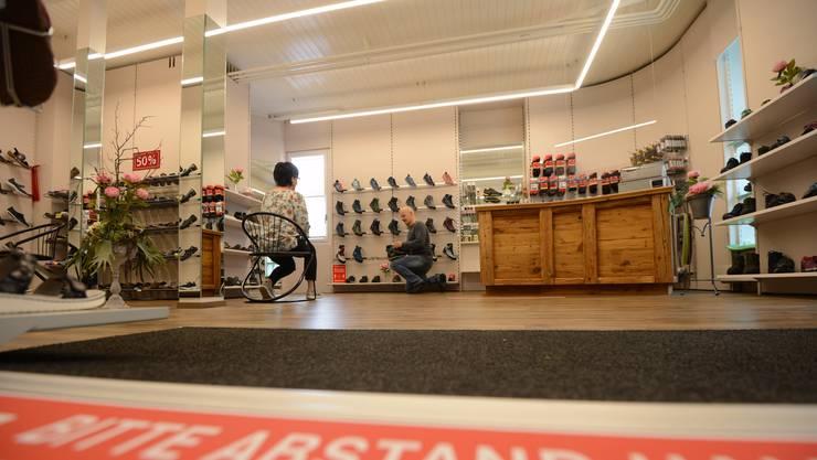 Ab dem letzten Wochenende gilt in den Läden nur noch die Distanzregel von 2 Metern.