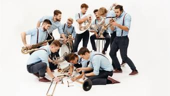 Neun Spitzenbläser und ein Top-Schlagzeuger, das ist die junge Freiämter Band Brässkalation, die am 9. März ihr erstes eigenes Konzert veranstaltet. zvg