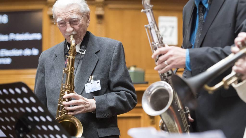 René Langel hatte neben seinem Beruf als Journalist eine Leidenschaft für den Jazz. Er war einer der Mitbegründer des Montreux Jazz Festival. Am Mittwoch ist er kurz vor seinem 97. Geburtstag gestorben. (Archivbild)