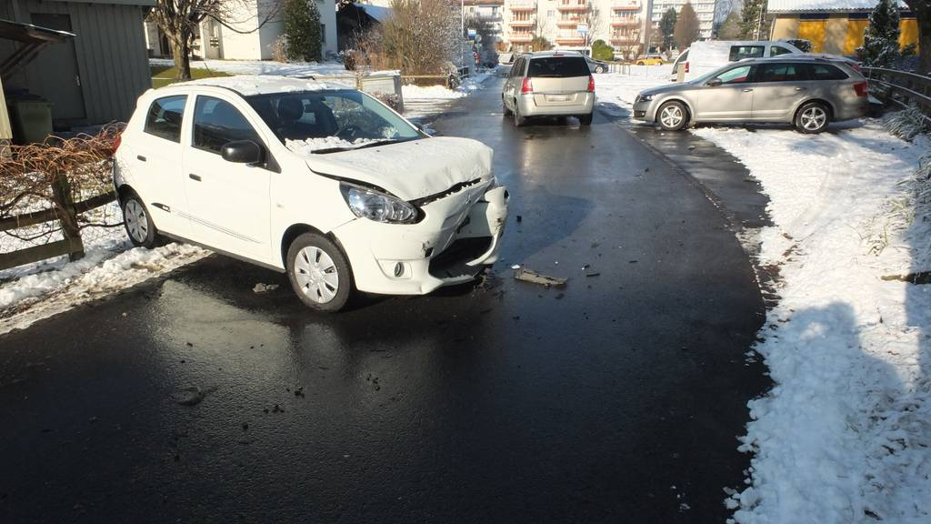 An den Autos entstand Schaden von rund 20'000 Franken.
