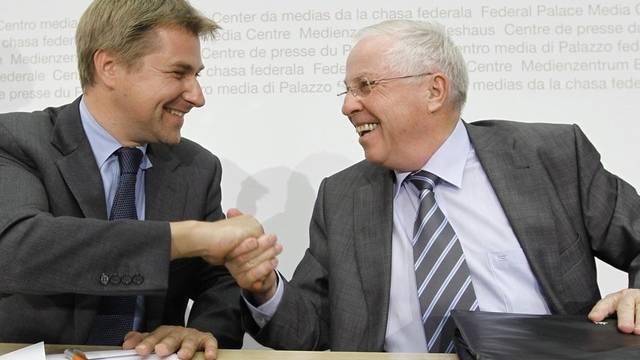 SVP-Vertreter Toni Brunner und Christoph Blocher kündigen eine Volksinitiative zur Zuwanderung an