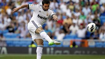Real Madrids Gonzalo Higuain zieht ab zum 1:0