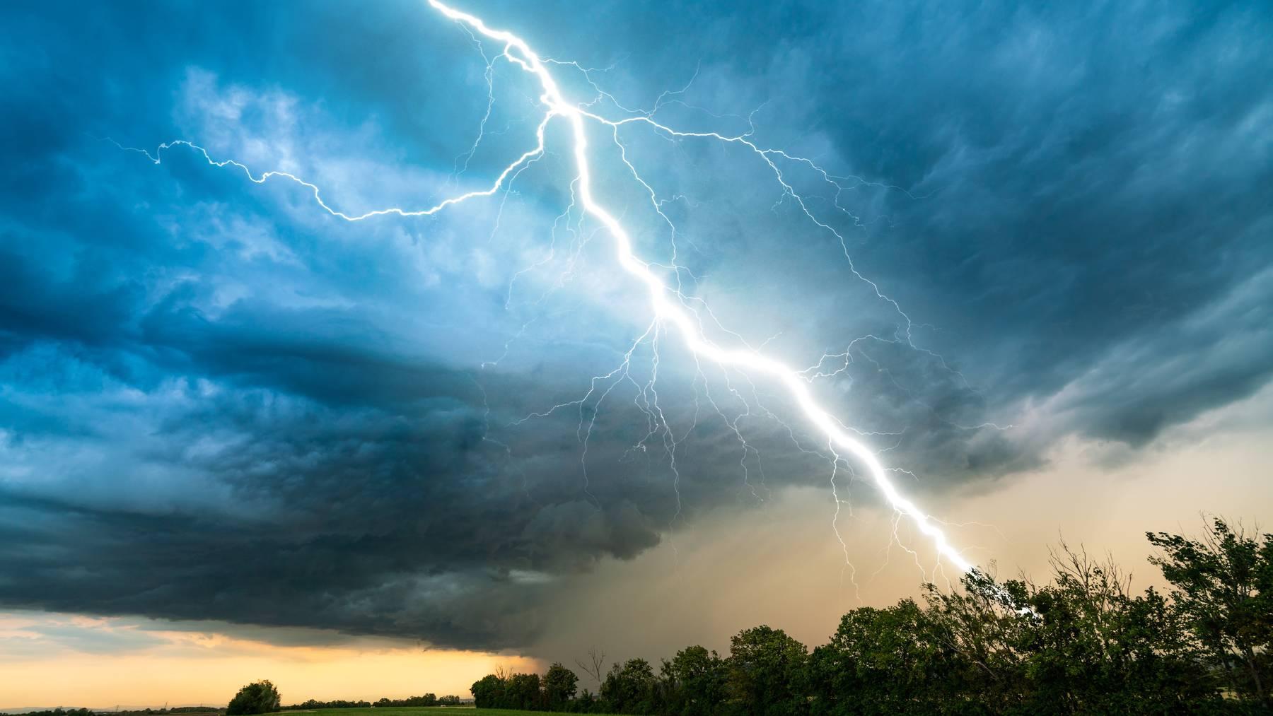 Der heftigste Blitz der Schweiz erreichte diesen Sommer Oberhelfenschwil im Kanton St.Gallen. (Symbolbild)