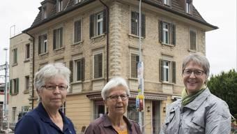 Heidi Honegger, Elisabeth Gautschi und Esther Büchli (v. l.) vor ihrem einstigen Daheim.