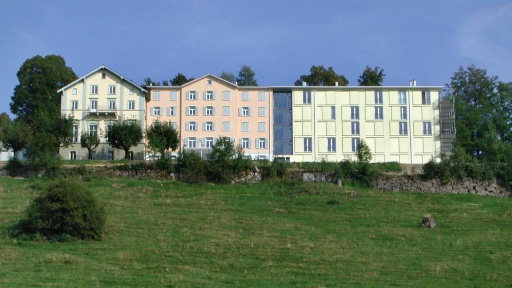 Blick auf das Institut Montana auf dem Zugerberg, das heute auch die 1854 eröffnete Kuranstalt Felsenegg umfasst. (Archivbild)