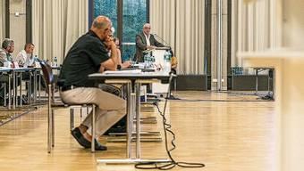 Der Gemeinderat (hier im Tägi) will den Einwohnerrat stärken.