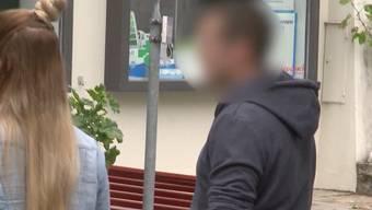 Der Autofahrer, der vor drei Jahren absichtlich einen Jogger umgefahren hat, muss 5.5 Jahre in Gefängnis. Ein Freund macht sich grosse Sorgen um ihn.