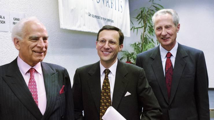Sandoz und Ciba geben 1996 die Fusion zu Novartis bekannt. Alex Krauer (Ciba) wird Präsident, Daniel Vasella (Sandoz) wird Chef. Von den rund 100 000 Stellen sollen 10 000 abgebaut werden, davon rund ein Drittel in der Schweiz.