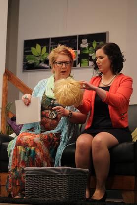 "Theater 2018 ""Rente gut, alles gut"": Nelly Bachmann sucht Hilfe bei Dr. Trost."