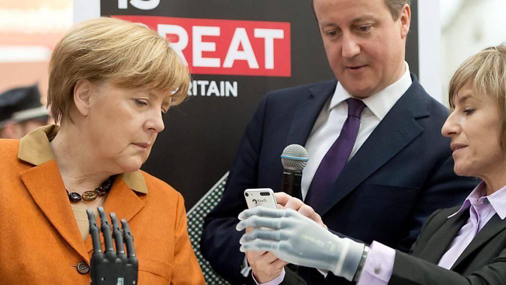 Angela Merkel und David Cameron an der letztjährigen CeBIT-Messe in Hannover. Im nächsten Jahr ist die Schweiz Partnerland.