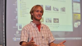 Der tschechische Sportfischer Jakub Vagner, der den Bettlacher 3 Meter Wels holen will, hält einen Vortrag