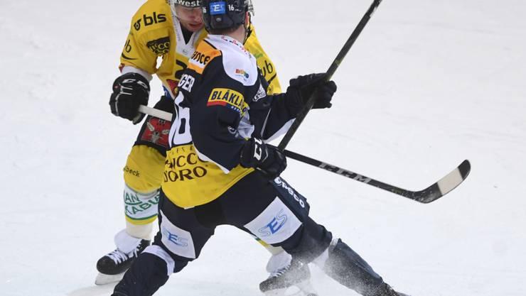 Keine Geschenke in der Leventina: Berns Beat Gerber (hinten) gegen Ambris Dominic Zwerger