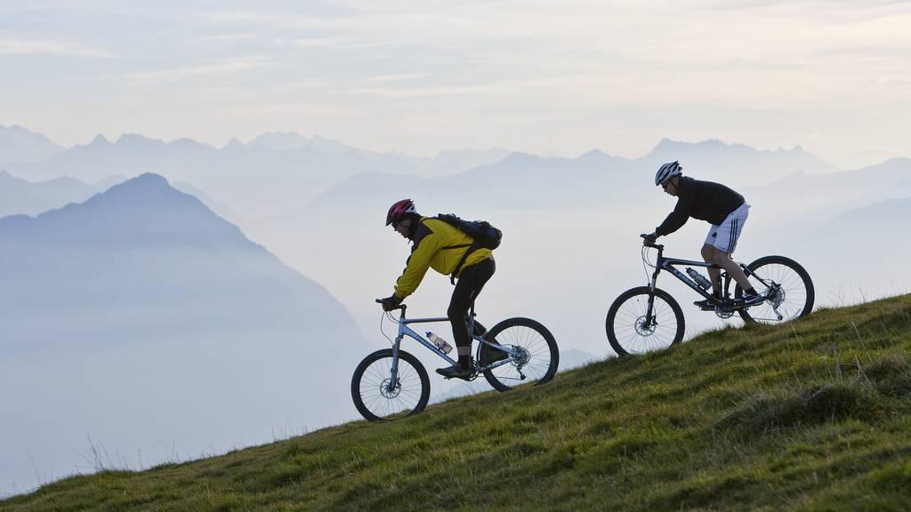 Bauern stellen Hindernisse für Biker auf