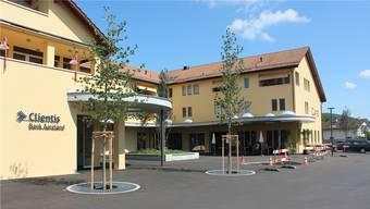 Der neue Begegnungsplatz vor dem «Zentrum Rössli» ist endlich (fast) fertig. Nun kann man gemütlich draussen sitzen.