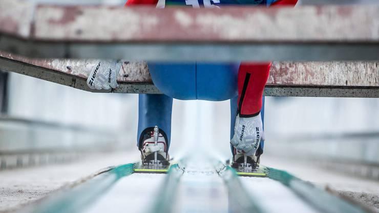 Was macht die Konkurrenz? Bei den Skispringern bleibt kein Handgriff unbeobachtet.