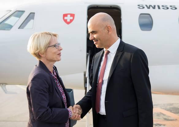 Die Schweizer Botschafterin in Paris, Livia Leu, empfängt Bundesrat Alain Berset in der französischen Hauptstadt. (Archiv)