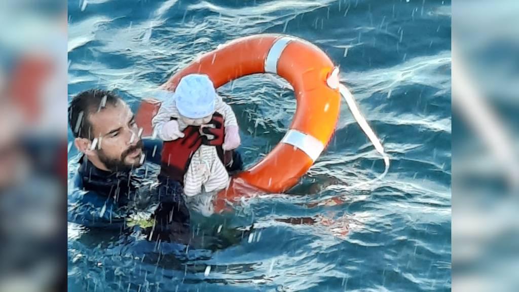 Dramatische Rettung von Migranten-Baby: Ein Bild aus Ceuta geht um die Welt