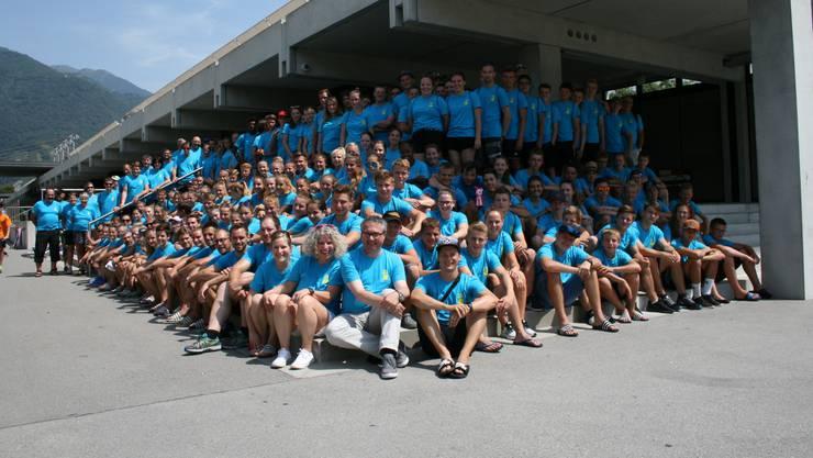 28 Helferinnen und Helfer sowie 140 Turnerinnen und Turner versammelten sich in Tenero für das traditionelle Jugendsportlager. Und auch Regierungsrat Remo Ankli (vorne Mitte) kam für einen Besuch im Tessin vorbei.