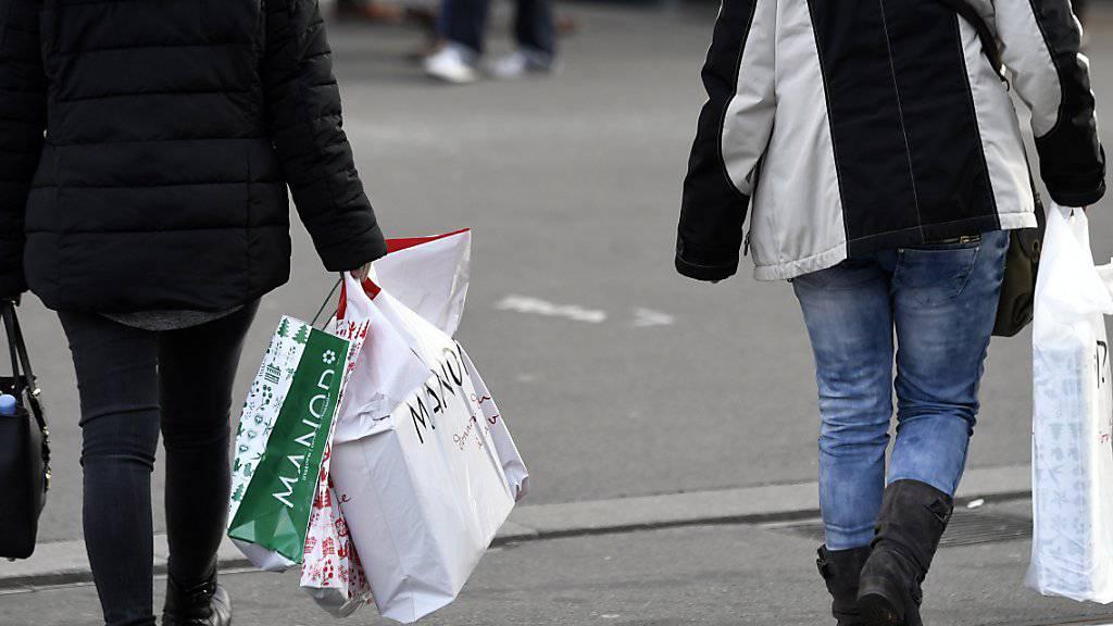 Grosse Detailhändler rechnen laut der UBS damit, bald wieder mehr an die Konsumenten verkaufen zu können. Der Abwärtstrend scheint gestoppt. (Symbolbild)