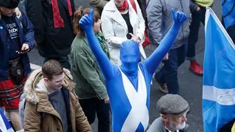 In blau oder mit Kilt für die Unabhängigkeit: Schottinnen und Schotten versammeln sich zur Kundgebung in Glasgow.