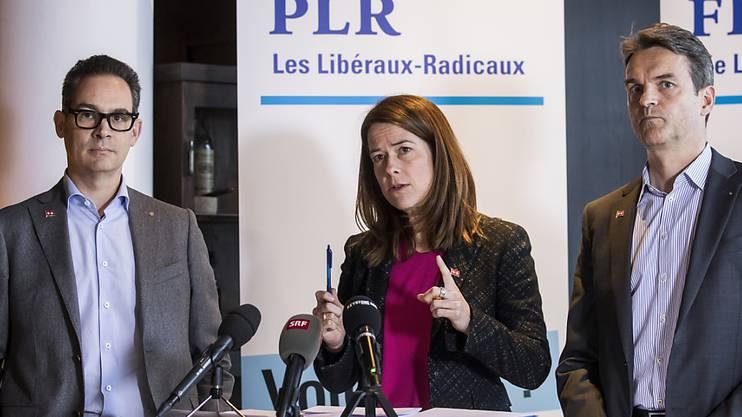 Die FDP bezieht Stellung: Fraktions-Vize Hugues Hiltpold, Parteipräsidentin Petra Gössi und Fraktionspräsident Beat Walti (vlnr) sagen Ja zum Rahmenabkommen mit der EU.