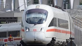 Ein Intercity aus Berlin musste in Weil am Rhein einen ausserplanmässigen Stop einlegen wegen eines stockbesoffenen Passagiers.