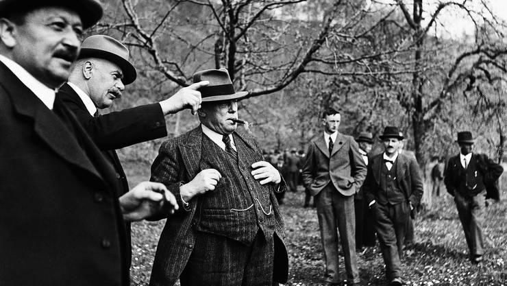 Einst lag der Fokus voll auf den Bauern: Rudolf Minger (Mitte) von der Bauern-, Gewerbe- und Bürgerpartei (BGB) im Mai 1944 an einem Obstbau-Kurs in Burgdorf.