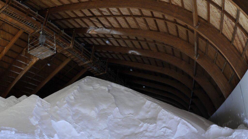 Salzlager im Kuppelbau Saldome der Saline Schweizerhalle.